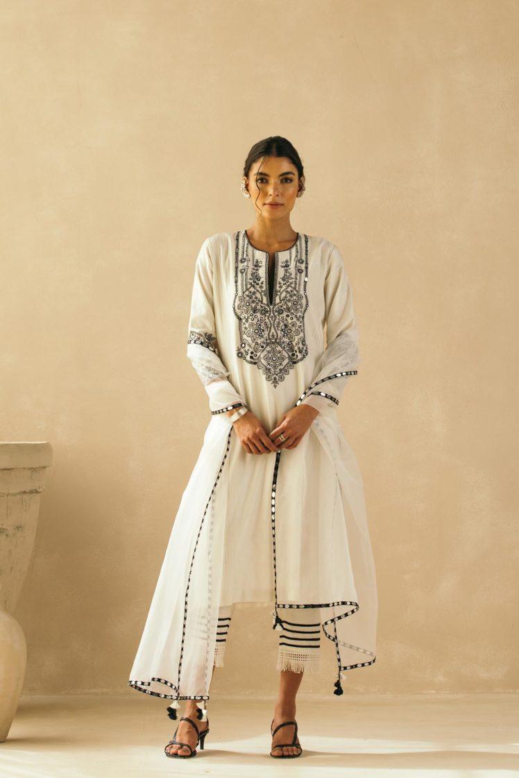 Ebony & Ivory Intricate Mughal Trellis Kurta Set